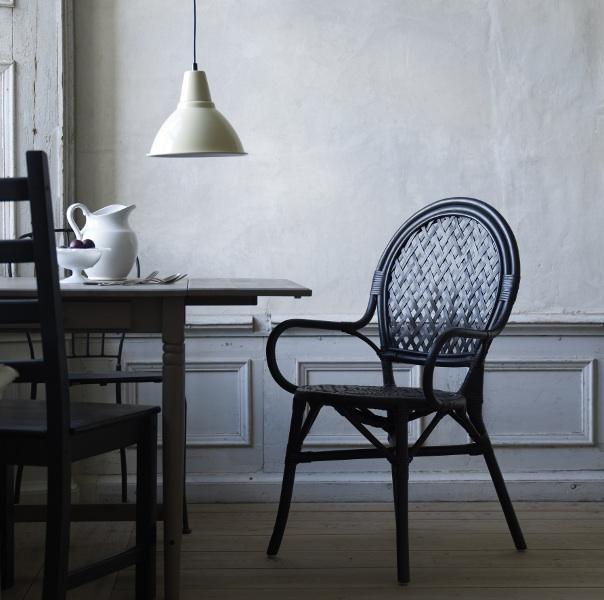 Lmsta la nouvelle chaise en rotin de ikea ikeaddict for Chaise en rotin ikea