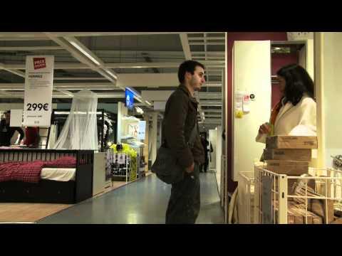 Caméra cachée IKEA Njut! : Zazon en peignoir