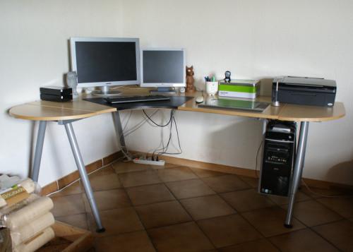 Bureau d 39 angle galant et ses accessoires petites for Ikea accessoires bureau